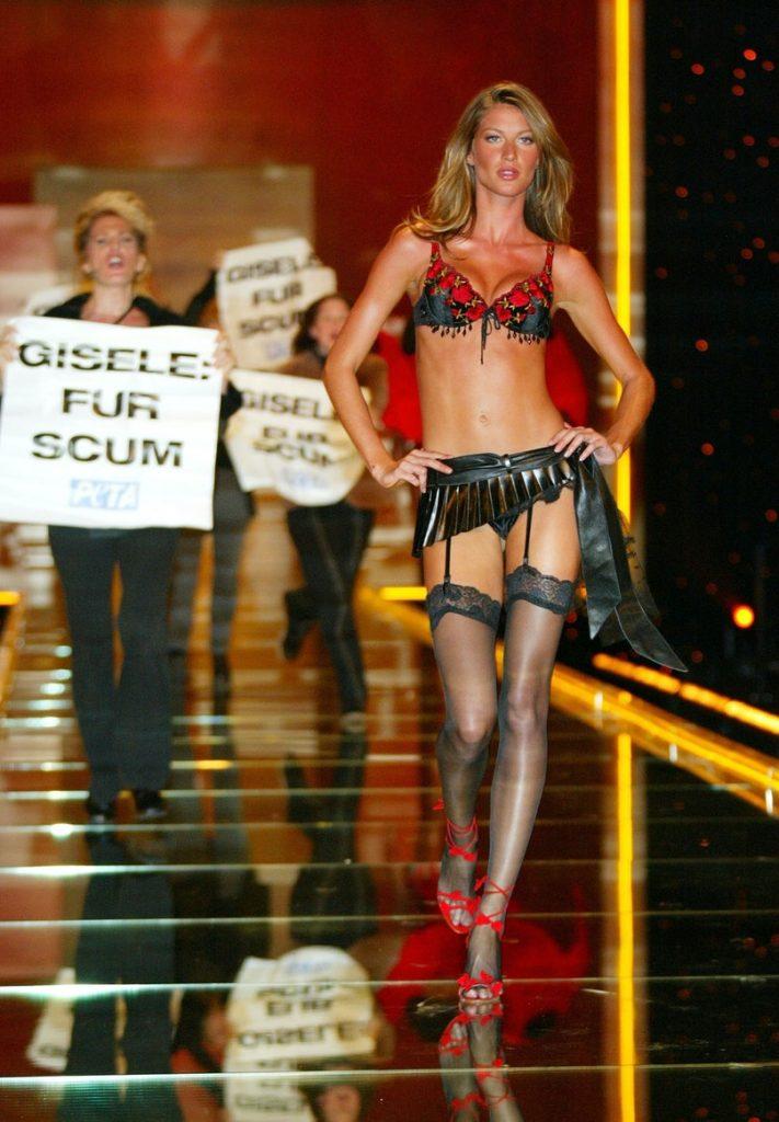Gisele Bünchen and company at the 2002 Victoria's Secret Fashion Show