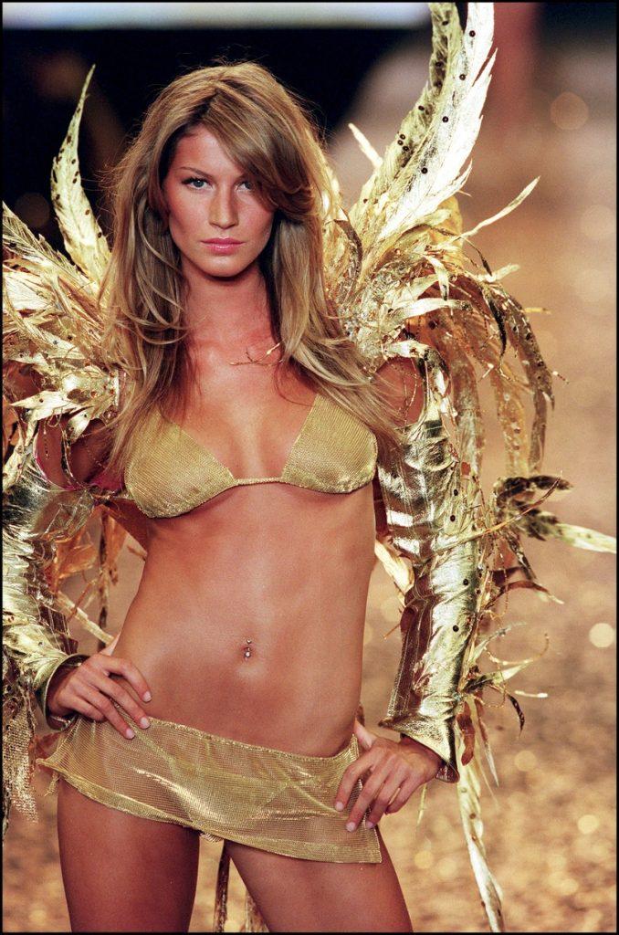 Gisele Bündchen at the 2000 Victoria's Secret Fashion Show